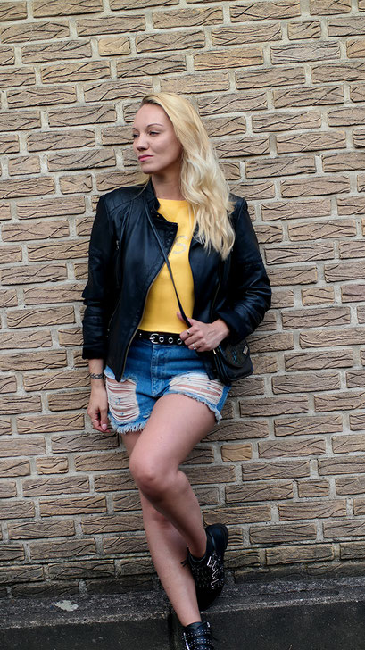 Summer Rock Chick | WRSTBHVR Destroyed Denim Shorts, WRSTBHVR LOST Shirt X Leederjacke | hot-port.de | 30+ Style Blog