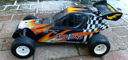 Formel 1 Reifen auf einem Buggymodell