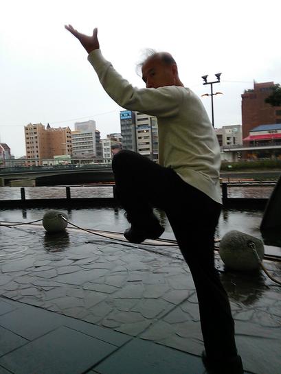 鄭志鴻老師の八卦掌の写真です