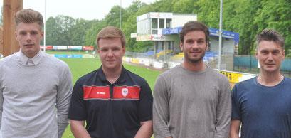 VfL-Teammanager Xavier Rieger (rechts) begrüßte die Neuzugänge im Hoheellern-Stadion (von links: Mark Bruns, Marcel Lammers und Daniel Lünemann.