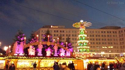 Erzgebirgspyramide auf dem Weihnachtsmarkt am Alexanderplatz.