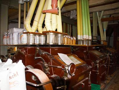 Alte Mühlentechnik in der Trost Mühle in Bempflingen