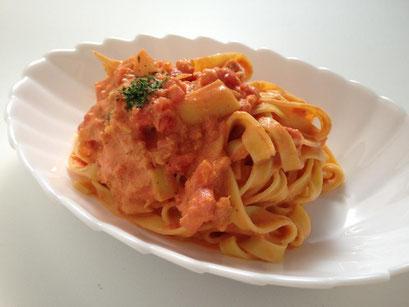 天たつの蟹の華を使い「蟹とタケノコのトマトクリームパスタ」を作りました