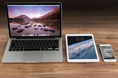 verschiedene Bildschirme zum Beispiel Laptop, iPad oder Handy, Trockene Augen/Sicca Syndrom
