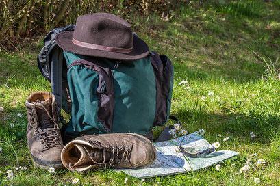 Wanderrucksack und Wanderschuhe