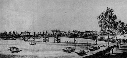 Will's bridge connecting the Bund and Hongkew, later replaced by Garden Bridge. Richard's Hotel possibly in the background. Source: https://commons.wikimedia.org/wiki/File:Wills_Bridge_01.jpg