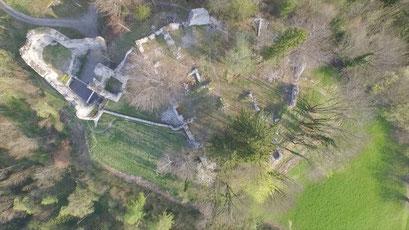 Luftbild des Burghügels mit der Ruine Thaur, 2015