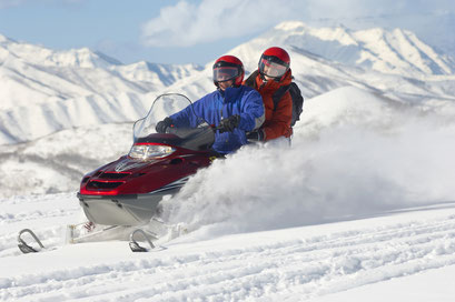 Spass bei der Snowscooter-Tour