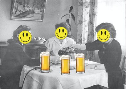 Drei Damen beim Bierkränzchen