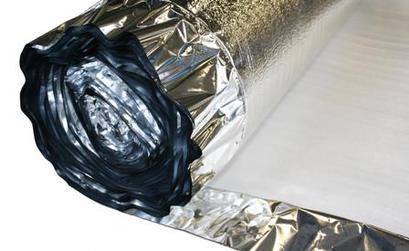 Rol van alufoam met 10 cm overlap