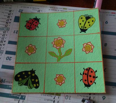 carré fleurs et insectes