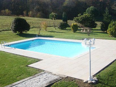 Maitre piscinier PERMALIFE / piscine modèle tourangelle escalier intégral