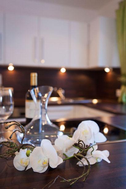 Große und offene Küche - herrlicher Ausblick von Ihrem Küchenfenster auf die umliegende Bergwelt