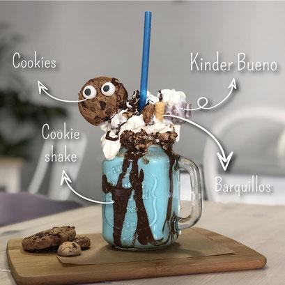Batido cookie shake de cookies, kinder bueno y barquillos de Dulce Dorotea