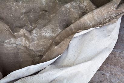 L'envers du tissu n'est pas imprégné de boue.
