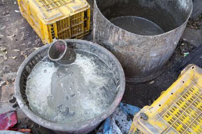 Dabu, un mélange composé d'argile, de gomme arabique, de citron vert...