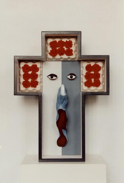 CARA Y CRUZ. 1997. 79 x 58 x 12 cm. Wood and plaster