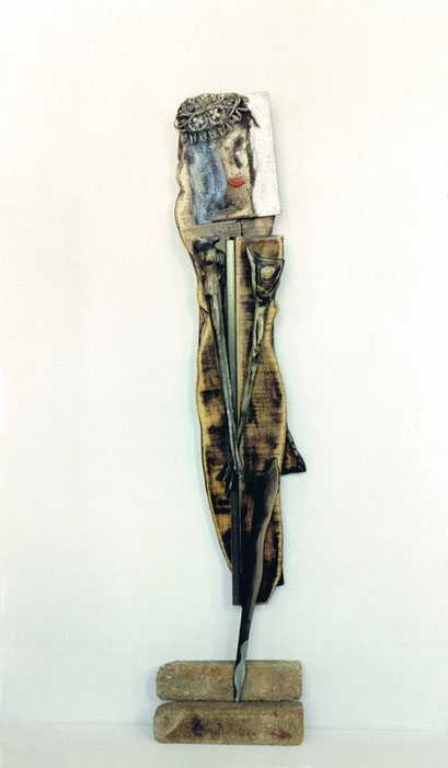 GLAMOUR. 1997. 170 X 30 X 10 cm. Madera y cartón