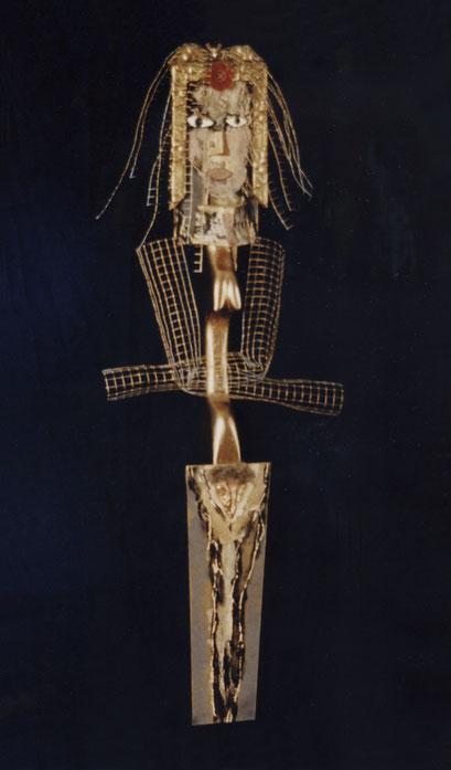 MUJER DORADA. 1996. 107 x 38 x 13 cm. Técnica mixta