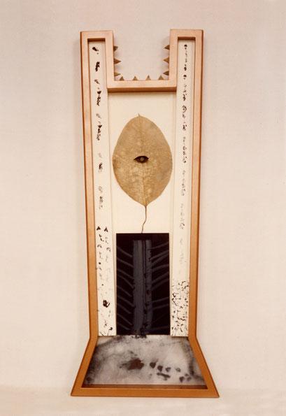 NATURALEZA MUERTA. 1997. 136 x 54 x 7,5 cm. Técnica mixta