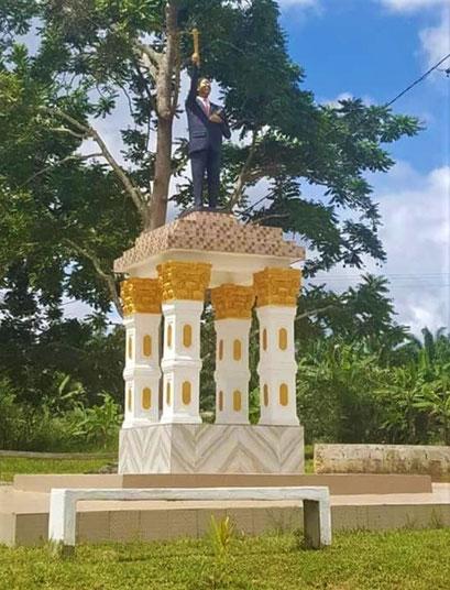 Makak. Monument Augustin Frédéric KODOCK à Mom