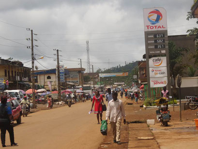 Bafang, une artere de la ville