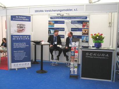 Messestand mit Roll up und PVC Banner
