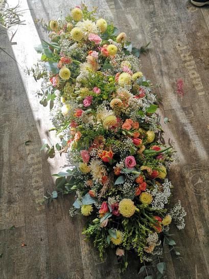 dessus de cercueil classique,  prix du visuel 300 euros, disponible à partir de 200 euros