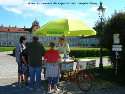 Nymphenburger Schloß mit dem Eiswagen für Schnee-Eis