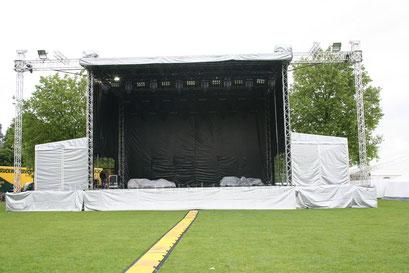 ...die Bühne steht...