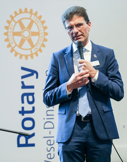 Jo Schröter, Governer des Rotary Districts 1870
