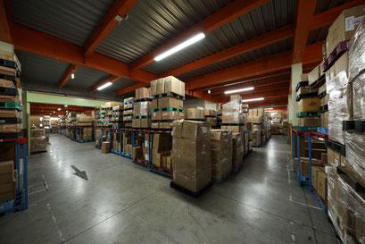 大量の荷物も保管できる大型倉庫。