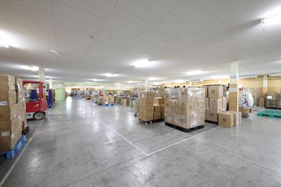 2階では物流加工やピッキング、区分け梱包などの作業が行われます。