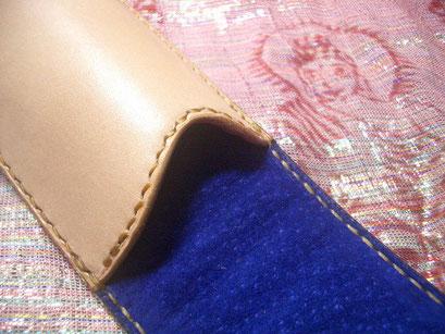 内装に 緩衝材とスエードにて 真鍮製 ティンに傷がつかないようにしてます