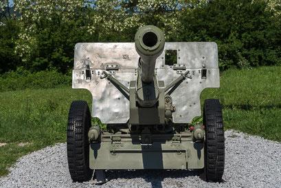 Frontalansicht der 76-mm-Divisionskanone M1942