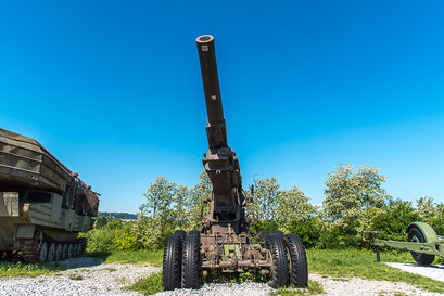 Haubitze M2  203mm Schussweite 16,8 km
