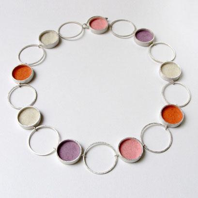 Michaela Binder - Zilveren collier met vilt in alle kleuren