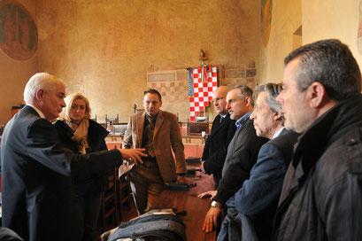 Il Segretario provinciale SAP Andrea Carobbi Corso all'incontro in Comune con il Sindaco di Pistoia Renzo Berti, l'Onorevole Lido Scarpetti, il Consigliere Regionale Gianfranco Venturi, il Presidente della Provincia di Pistoia Federica Fratoni, i Sindaci