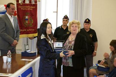 Vice sindaco Belliti consegna a vedova Colaianni