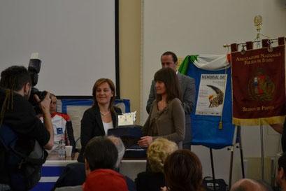 Presidente Provincia Fratoni consegna a figlia Piccoli
