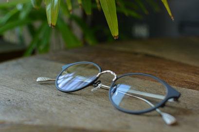 フレーム:AKITTO lav 税抜42,000円 レンズ:Ito Lens 1.60薄型球面レンズ LCクリア 税抜13,000円 仕上がり価格 税抜55,000円