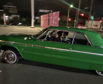 免許取り立ての娘が初めて乗った車は64'インパラ。