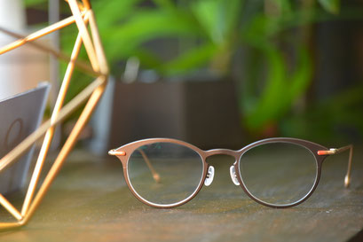 フレーム:AKITTO aco C-DB 税抜42,000円 レンズ:Ito Lens アクロライト1.60薄型オーダーメイド内面非球面レンズ 税抜17,000円 仕上がり価格 税抜59,000円