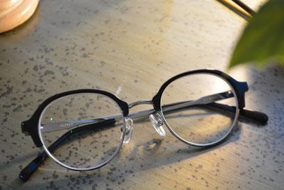 フレーム:NEW. Alfred C-1  税抜12,000円  レンズ:Ito Lens 1.74DAS 税抜22,000円→サービス税抜15,000円  仕上り価格 税抜27,000円