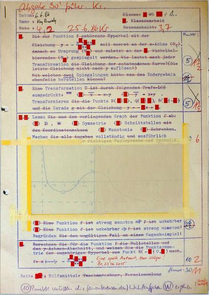 Tafel 1 – Eine späte Antwort, Herr Krüger!; Acryl auf bedrucktem Papier, kaschiert auf seitlich mit Aluminium gerahmtem Holzgestell; 184,5 x 134,0 x 5,0 cm; 2015