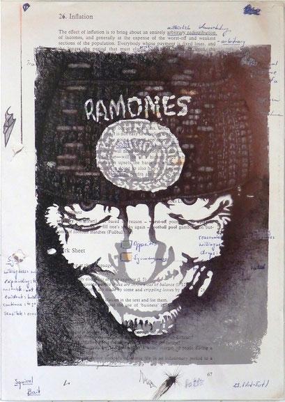 Tafel 2 – Selbstportrait; Kugelschreiber und Acryl auf bedrucktem Papier, kaschiert auf seitlich mit Aluminium gerahmtem Holzgestell; 184,5 x 134,0 x 5,0 cm; 2015