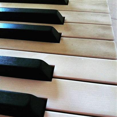 pulizia tastiera in ivorite di Yamaha C5
