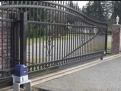 Master srl - Impianti elettrici - Milano - Automazione cancello scorrevole con martinetto a pavimento