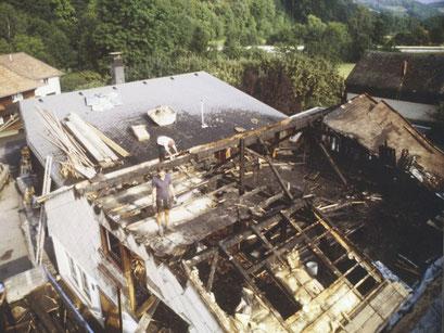 Luftbild der Zimmerei nach dem Brand - (https://www.hug-zimmerei.de/)