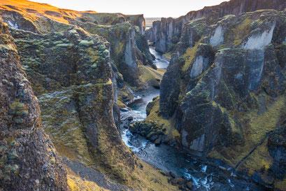 Fjaðrárgljúfur canyon - Iceland © Jurjen Veerman